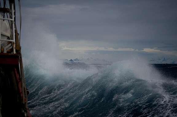 https://s3.us-west-2.amazonaws.com/1517-assets-public/images/_576x383_crop_center-center_60_line/storm-on-ocean.jpg