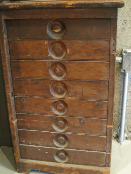 Ruling Pen Cabinet picture number 1