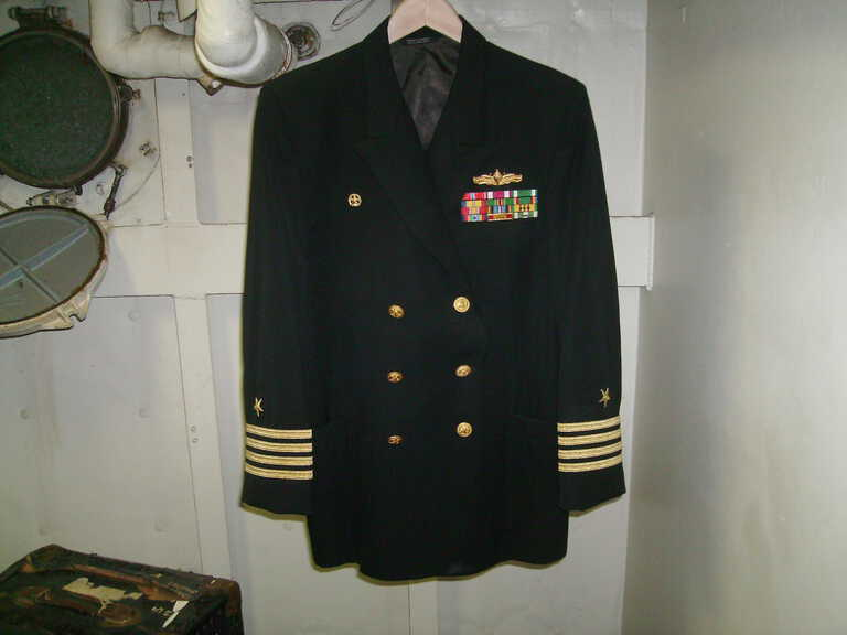 USN Dress Blue Jacket with Captains Stripes (4 stripes on sleeves) picture number 1