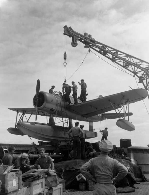 A Kingfisher being prepared to be placed on the ocean for an taxi and lift off. June 10, 1944 - BuAer 253591. picture number 1