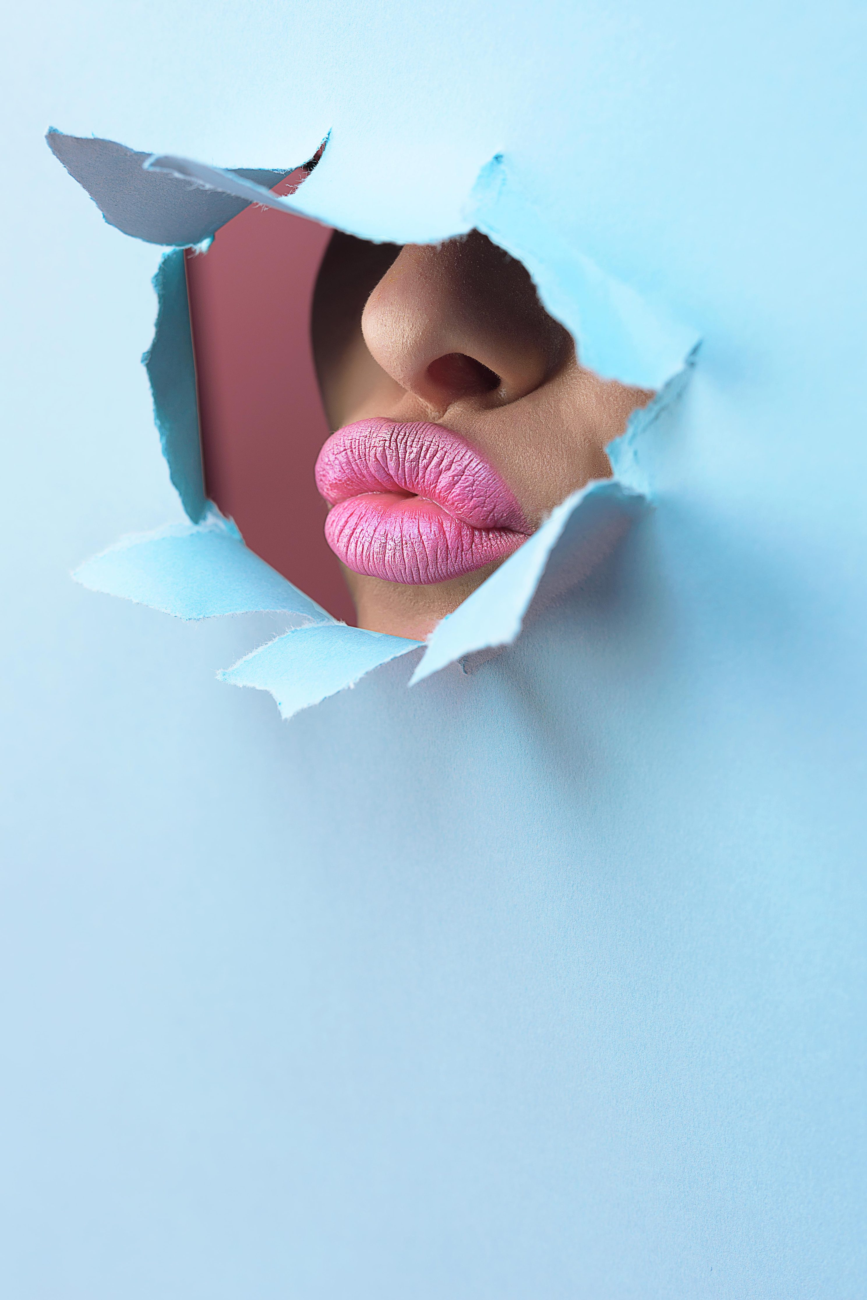 eco-beauty-makeup-trends-spring-pink-lips-bold-lip-bright-makeup