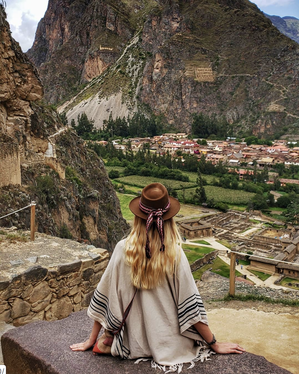 woman-wearing-andeana-hat-overlooking-the-sacred-valley-in-peru