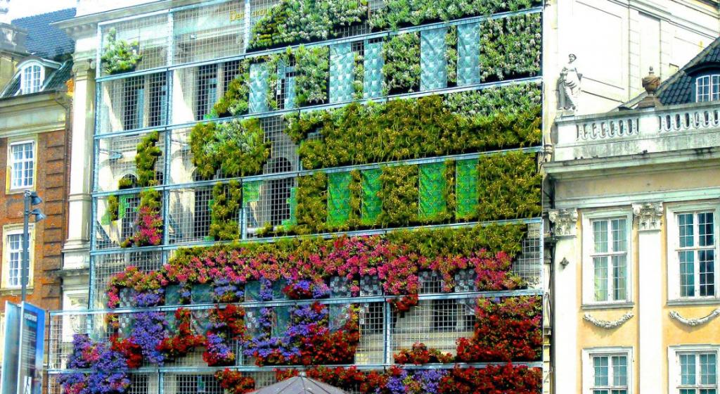 Swoon-Worthy-Vertical-Garden