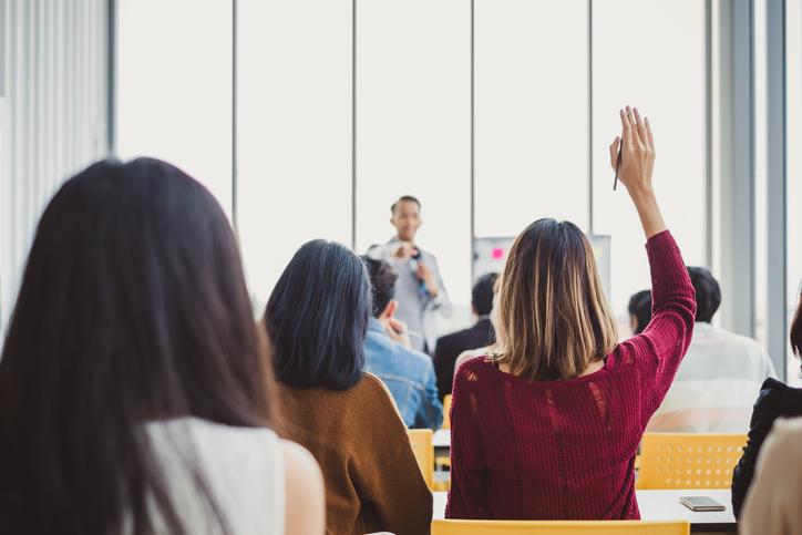 Capacitação Profissional: línguas e cursos de especialização