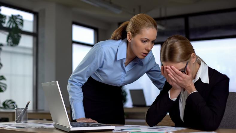 O que configura o assédio moral no ambiente de trabalho?