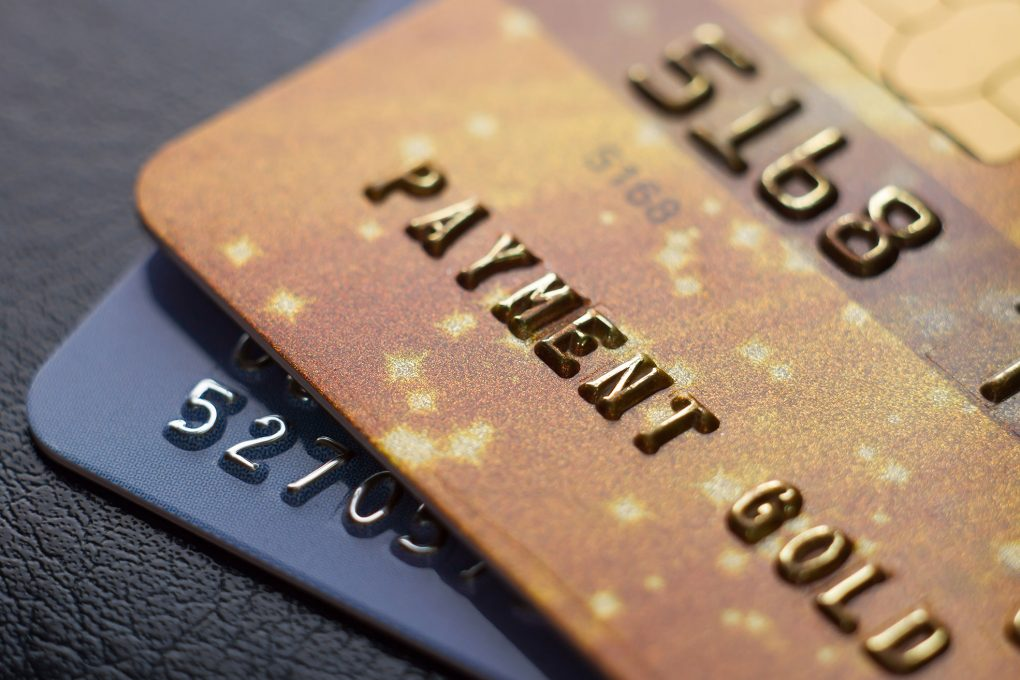 does closing a checking account affect credit score