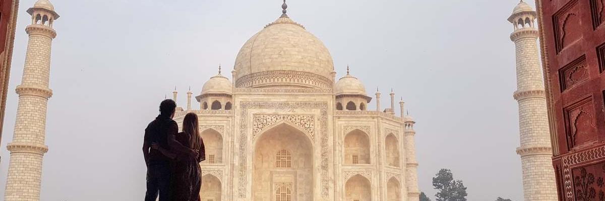 46 Agra 1200 x 400