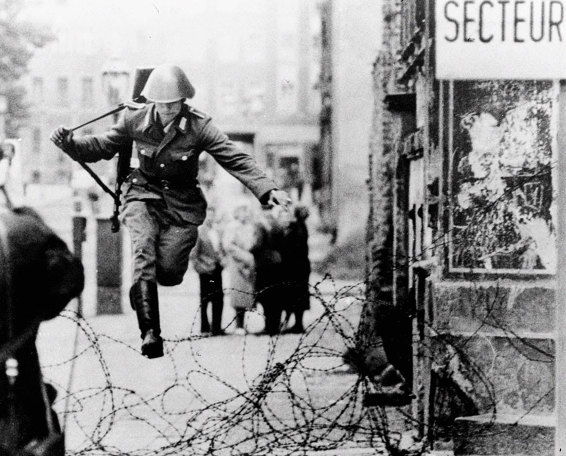 soldierjumpingberlinwall.jpg
