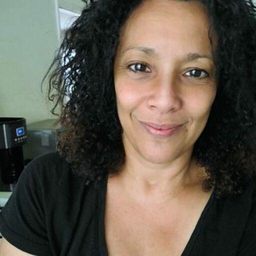 @carmenlezeth Profile Picture