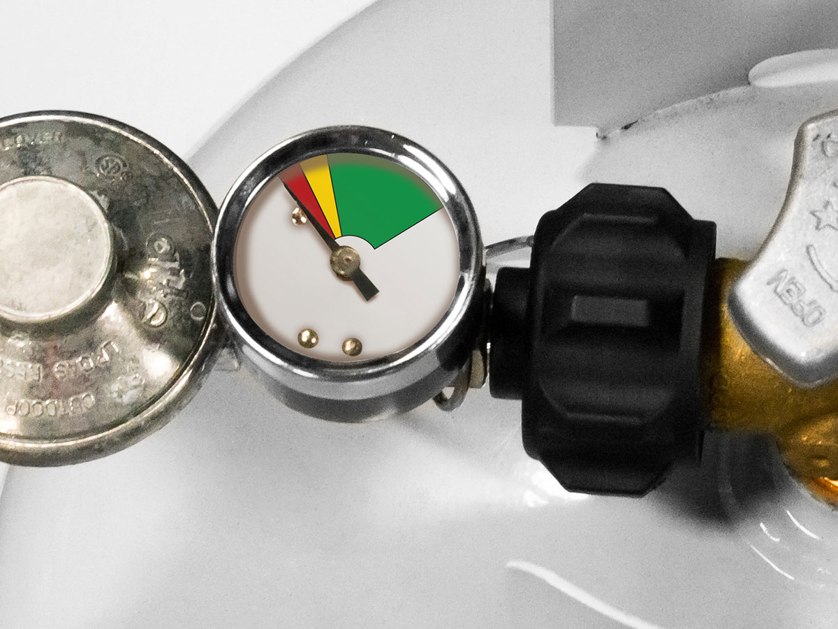 Built-in gauge makes it easy to monitor propane level