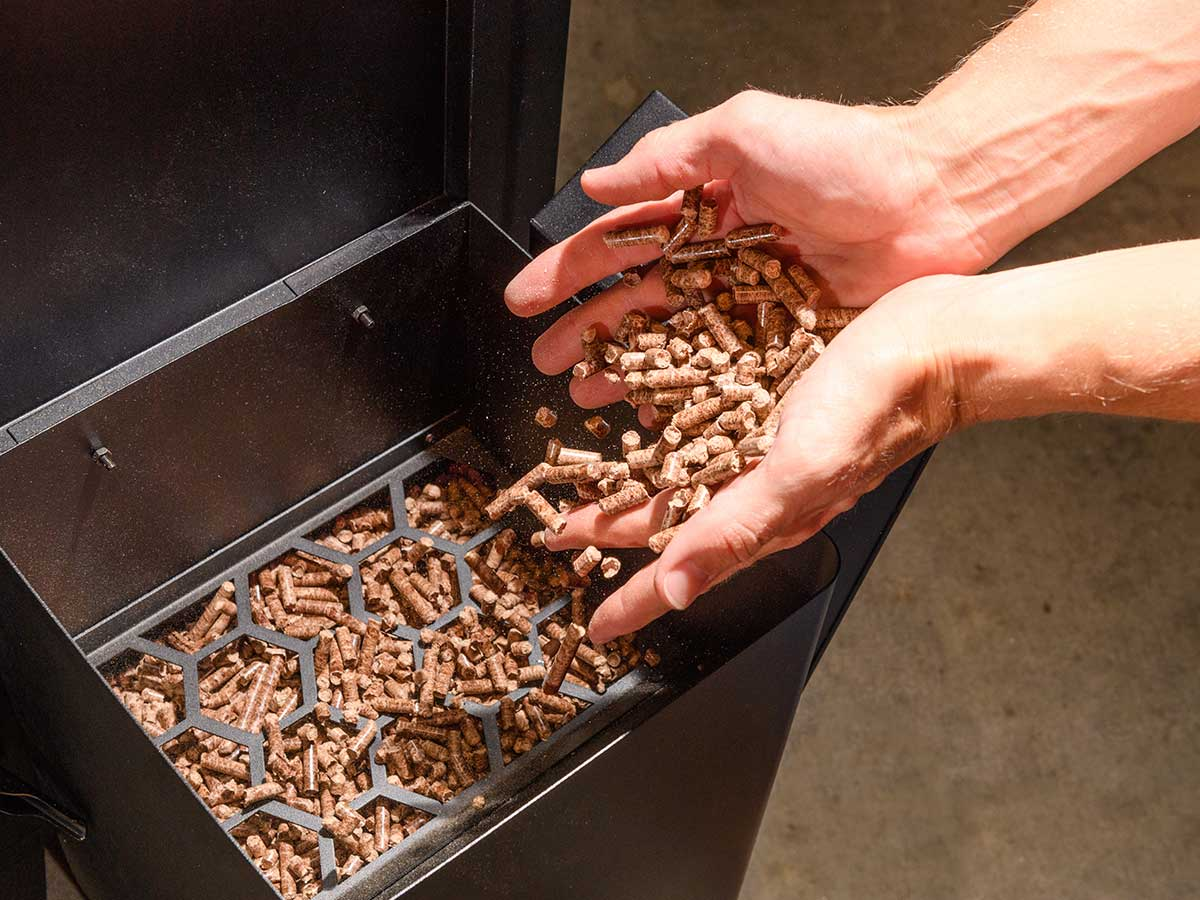Pellet hopper with auger feed system lets you smoke for hours without reloading