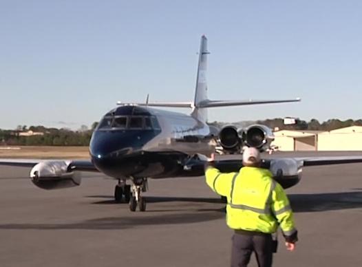 picture of jetstar arriving in cobb