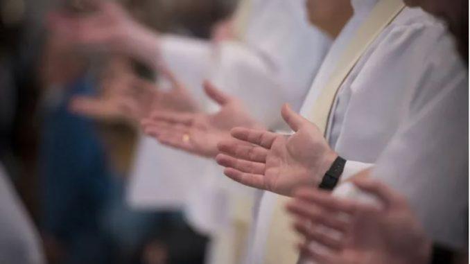 Priest celebrates Mass Boston, Mass., Apr 16, 2021 / 02:18 am America/Denver (CNA).
