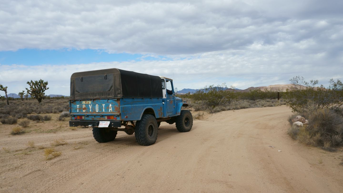 Mojave Road - Waypoint 28: Right/North