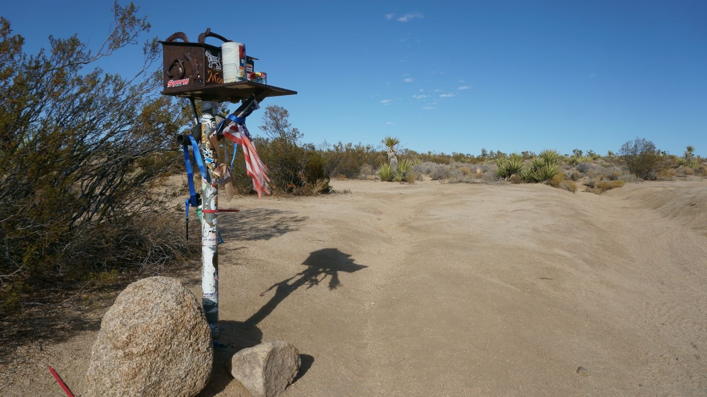 Mojave Road - Waypoint 53: Mailbox and Frog Shrine
