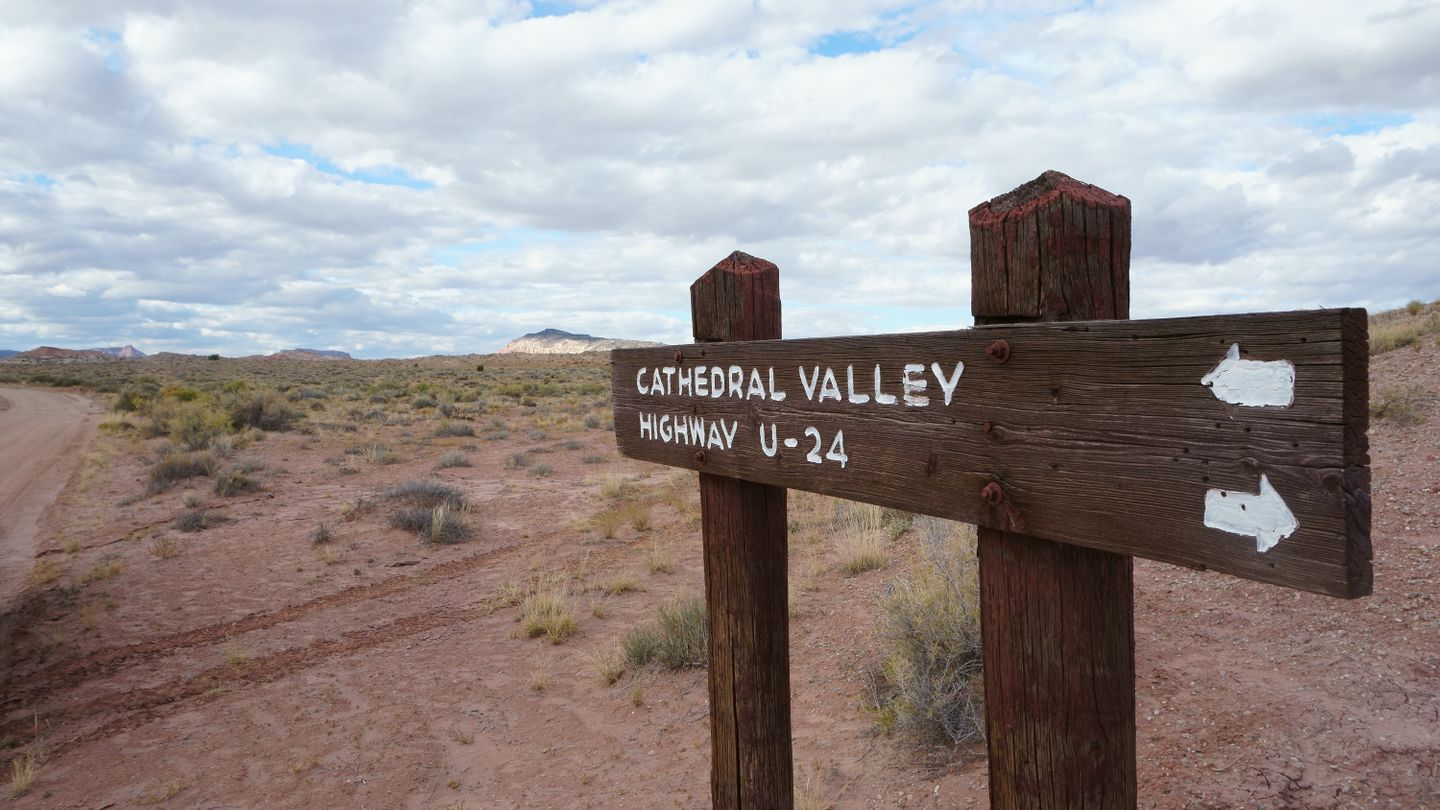 Cathedral Valley Loop - Waypoint 26: Intersection - Unknown Road