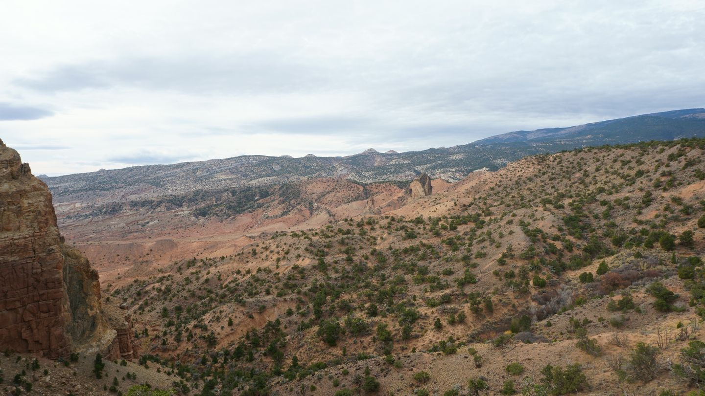 Cathedral Valley Loop - Waypoint 9: Intersection - South Upper Desert Overlook
