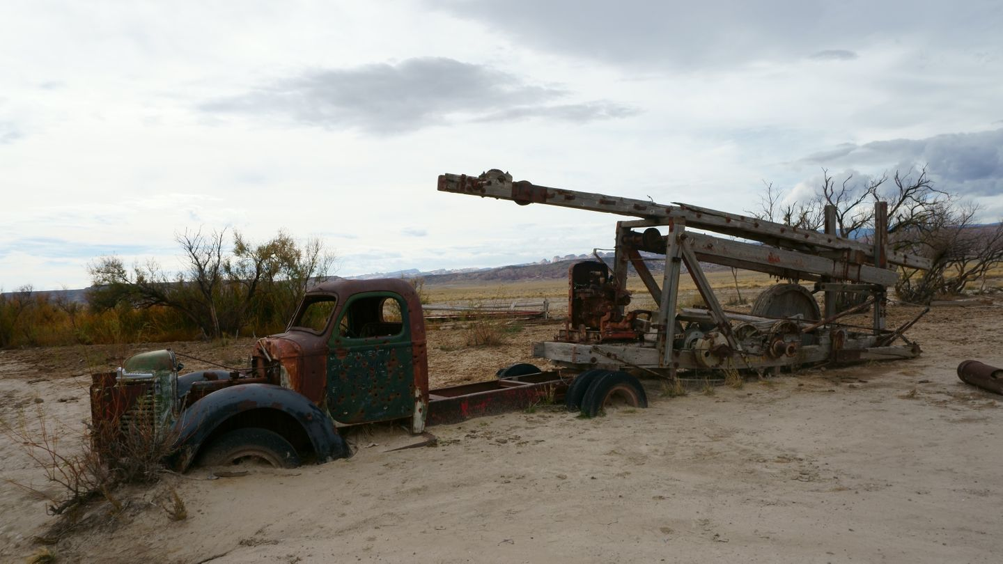 Cathedral Valley Loop - Waypoint 3: Old Water Drilling Equipment