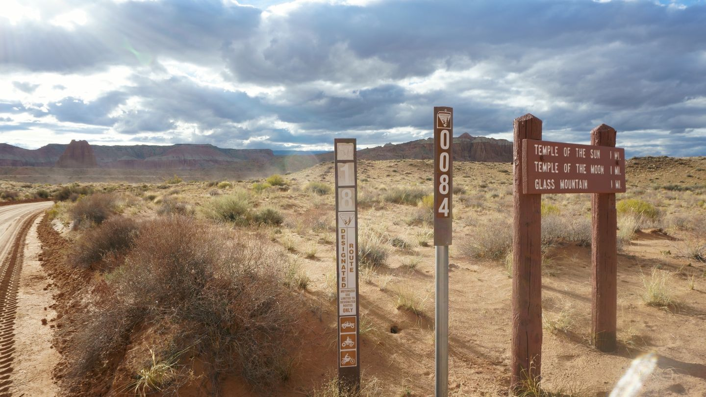 Cathedral Valley Loop - Waypoint 20: Intersection - Temple of the Sun and Moon/Glass Mountain