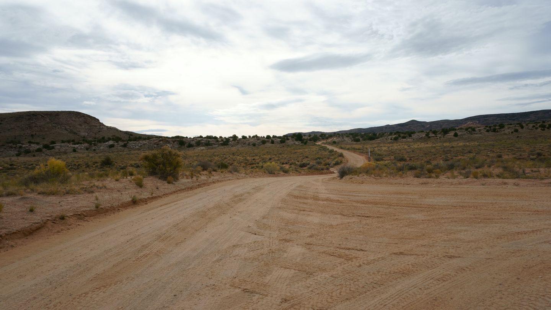 Cathedral Valley Loop - Waypoint 7: Spur - Lower Desert Valley Overlook