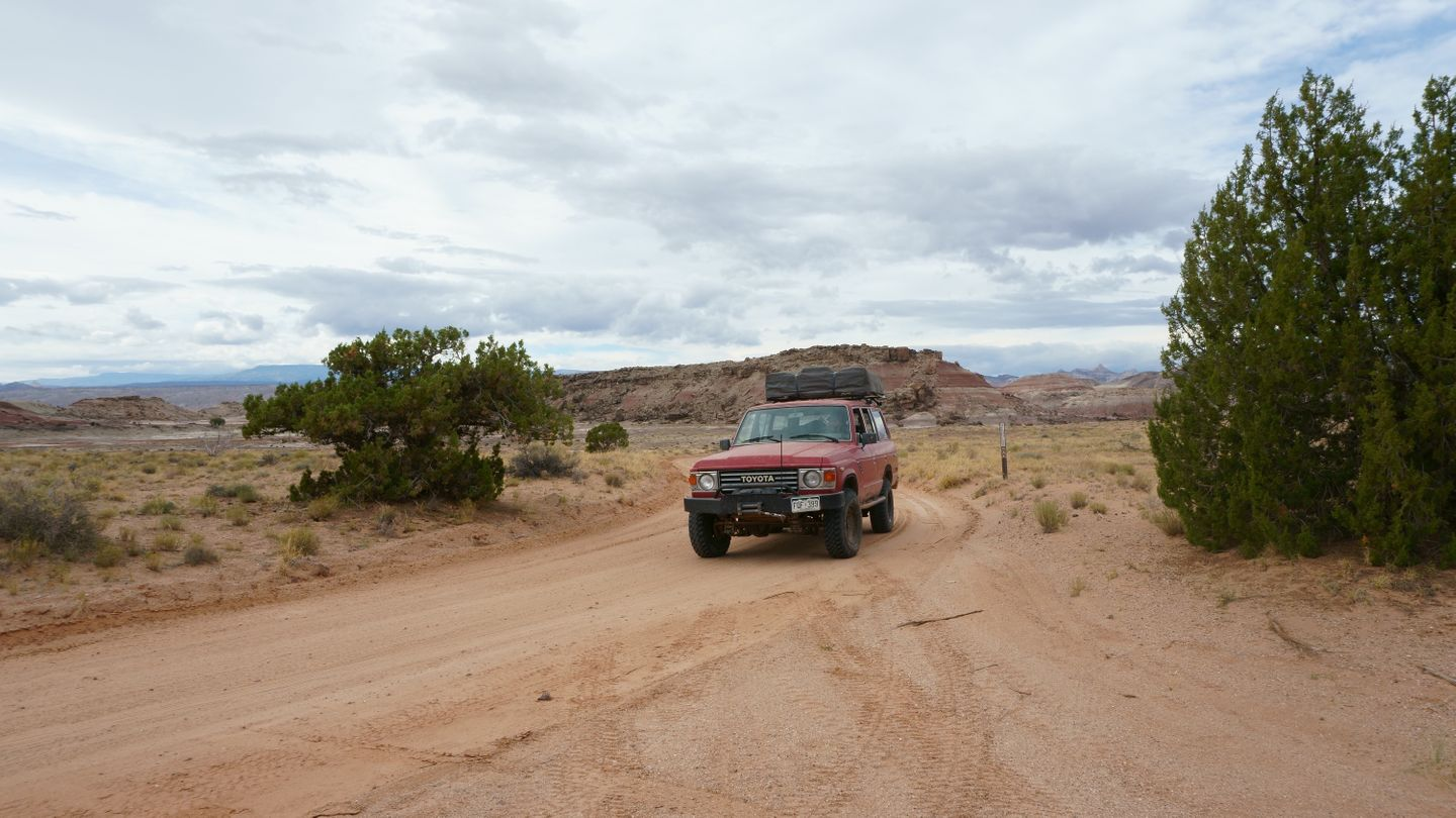 Cathedral Valley Loop - Waypoint 6: Intersection - 0146