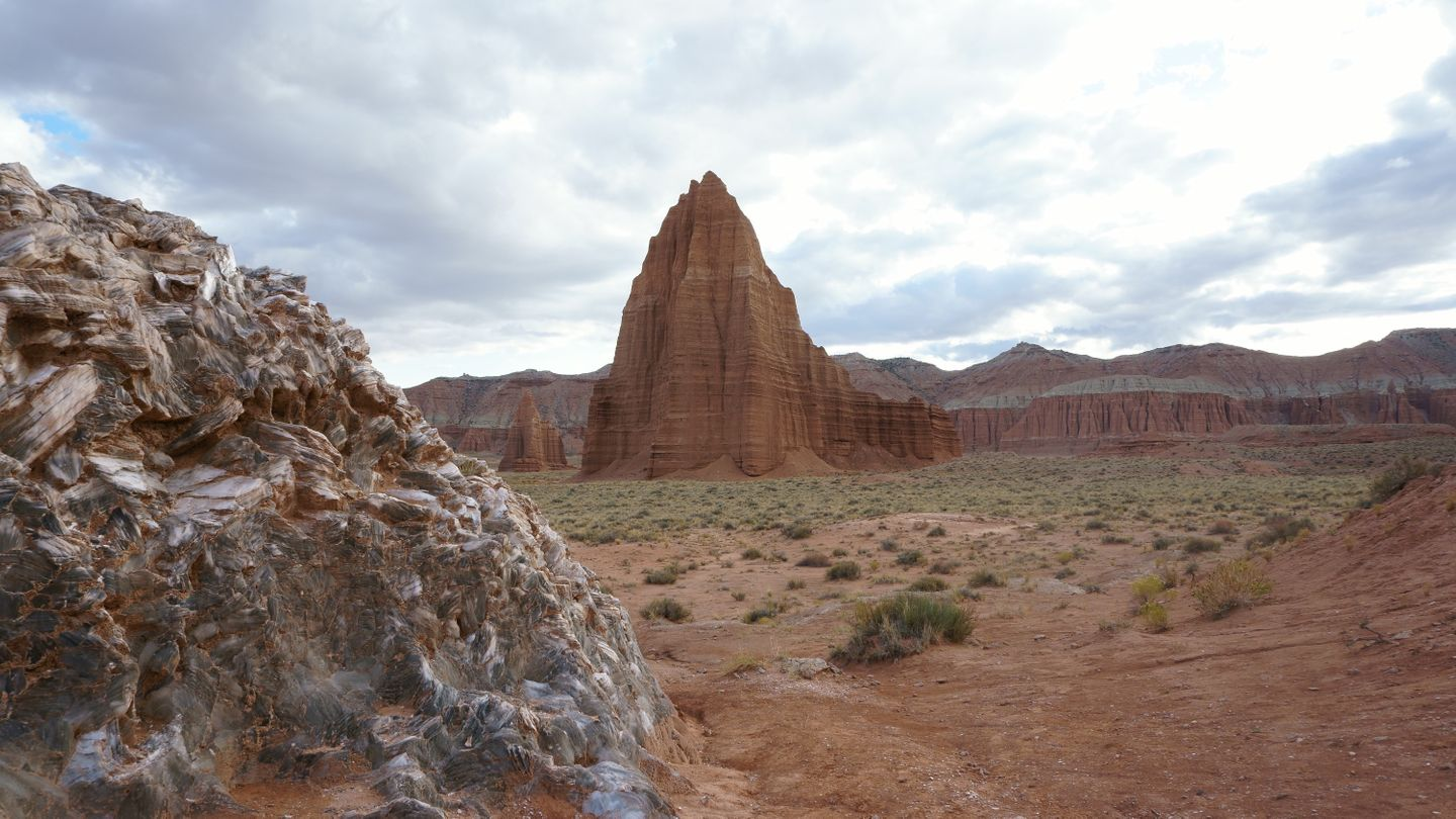 Cathedral Valley Loop - Waypoint 23: Glass Mountain