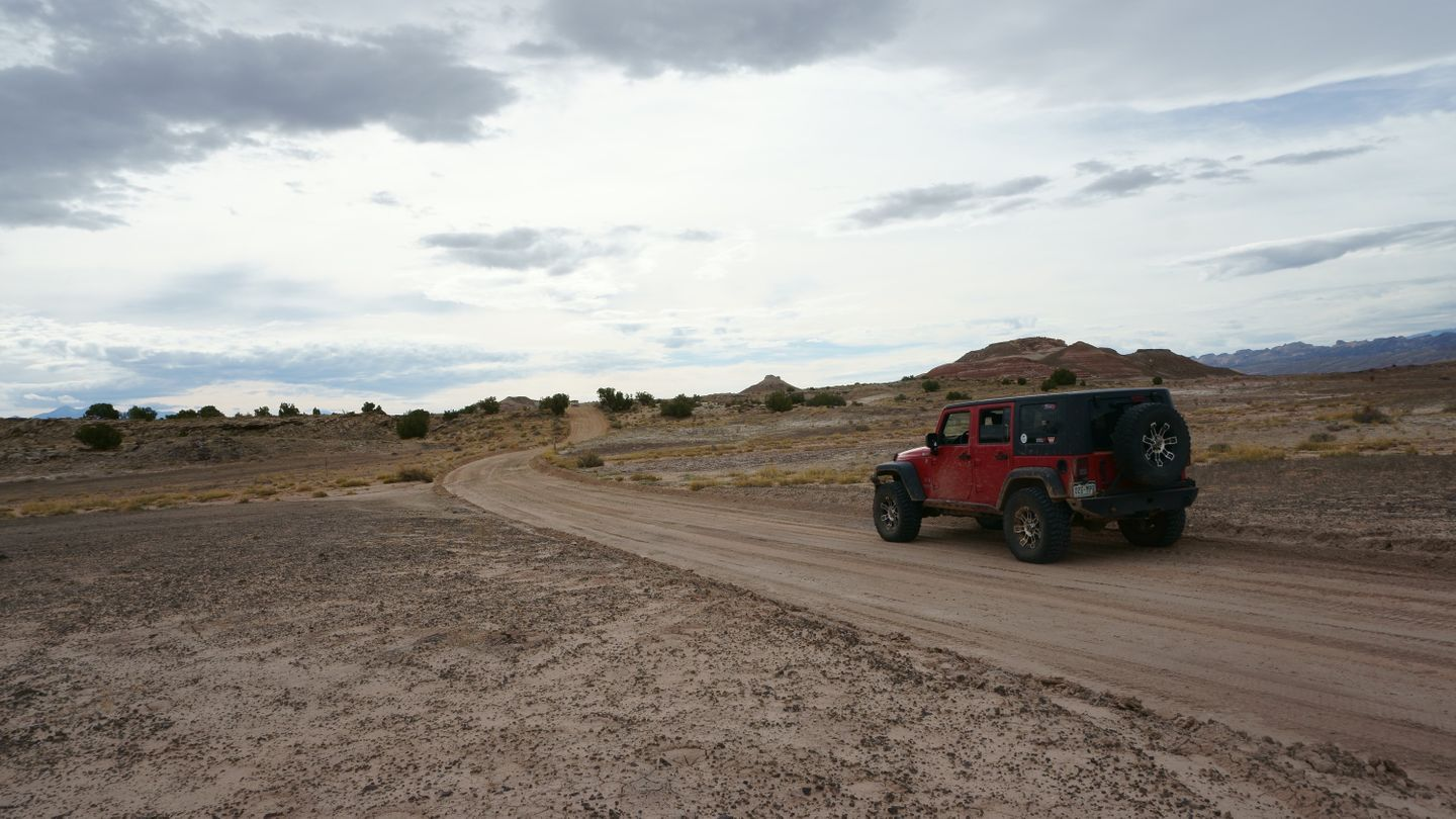 Cathedral Valley Loop - Waypoint 5: Intersection - 0862