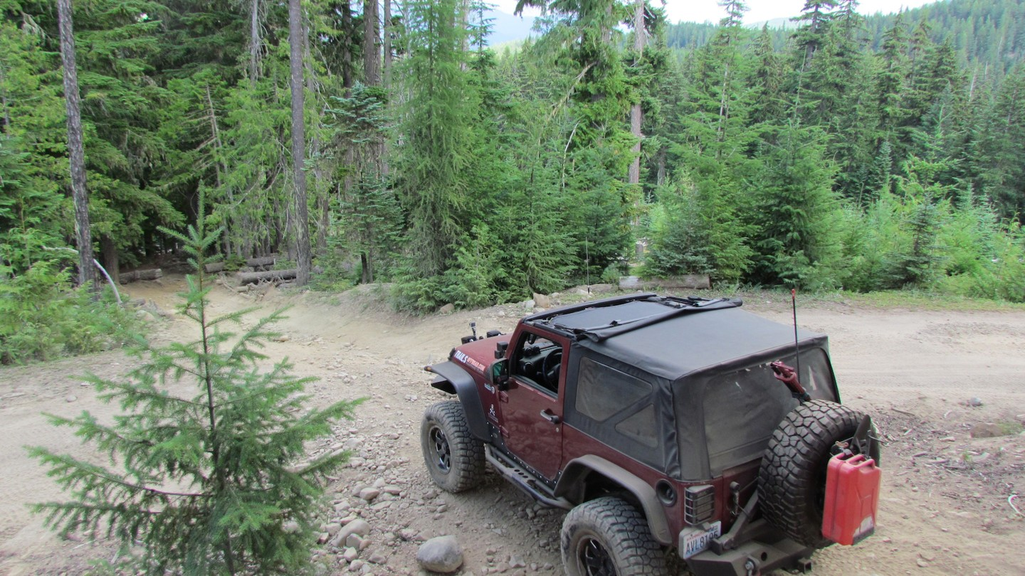 Naches Trail - Waypoint 18: Trail Intersection - Straight