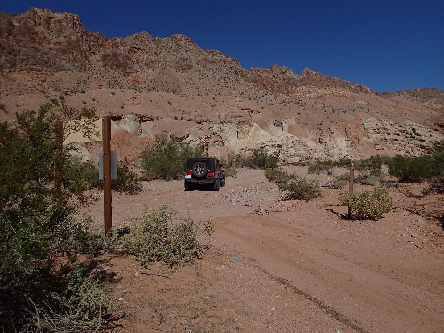 Gold Butte Backcountry Byway - Waypoint 24: Into the wash