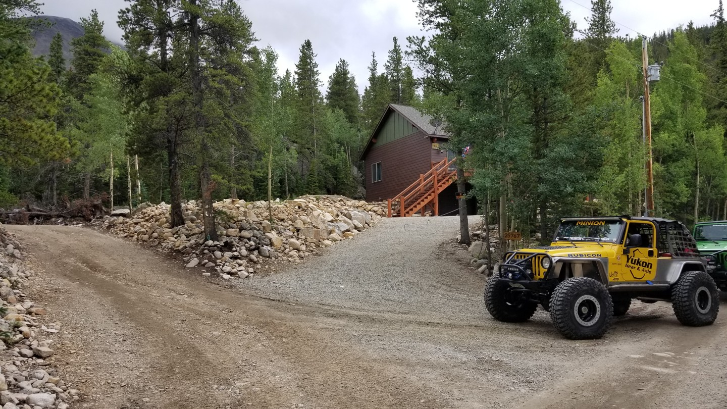 Grizzly Lake - Waypoint 1: Trail Start Next to Large House