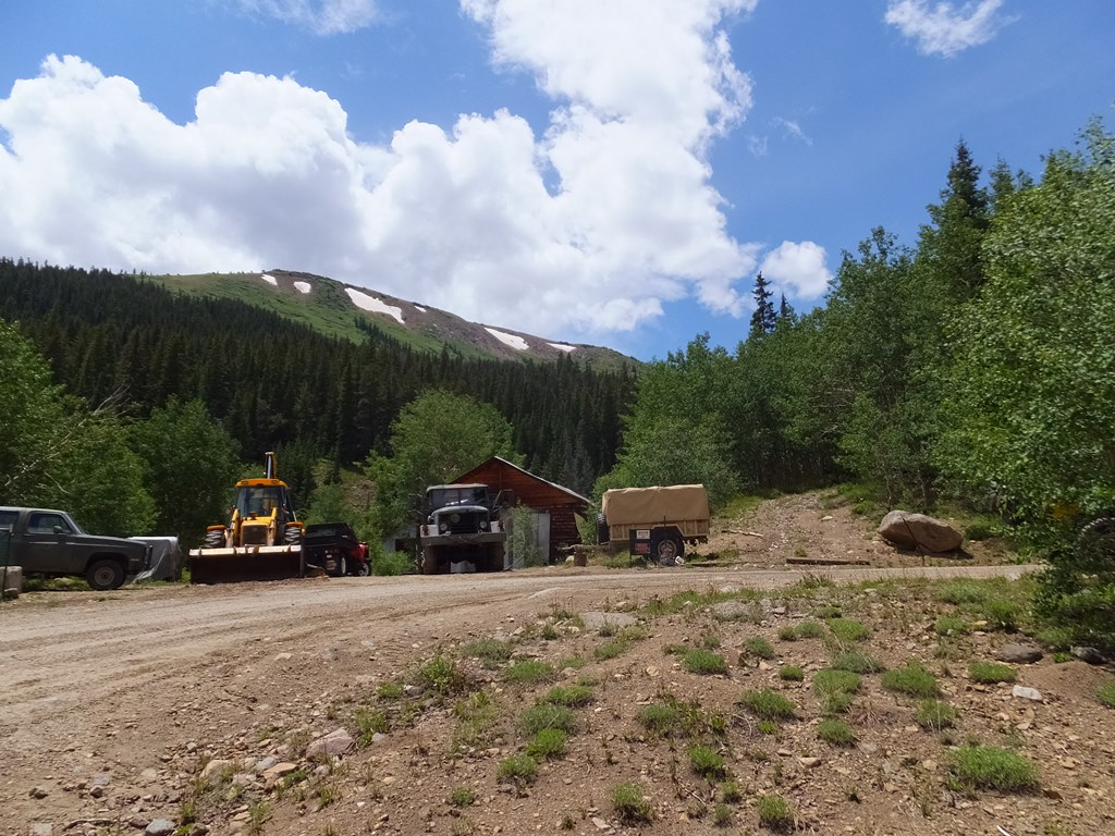 Lost Canyon - Waypoint 5: Hard Right at Private Log Cabin