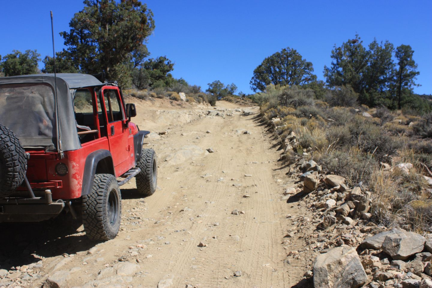 2N02 - Burns Canyon - Waypoint 8: Small Rock Face