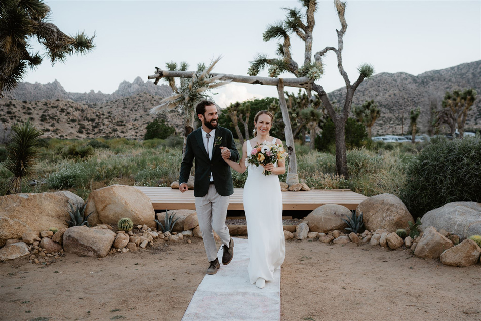 Ways To Decorate Wedding Bubbles  from s3.us-west-2.amazonaws.com