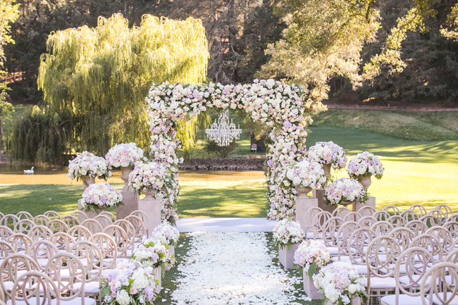 9 Ideas for your Outdoor Wedding Ceremony Arch