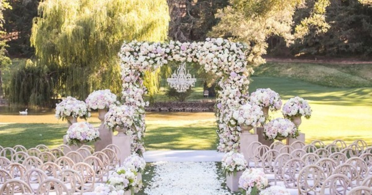 7 Ideas For Your Outdoor Wedding Ceremony Arch