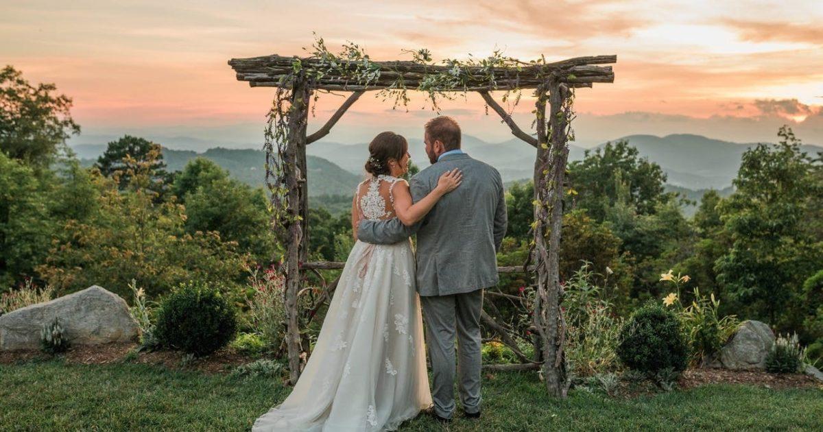 11 Breathtakingly Rustic Asheville Mountain Wedding Venues ...