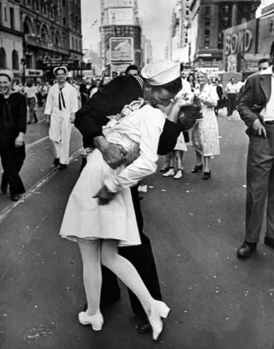 V-J Day in Times Square Kiss