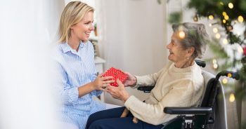 5 Tips for Hosting an Inclusive Holiday Celebration in Assisted Living