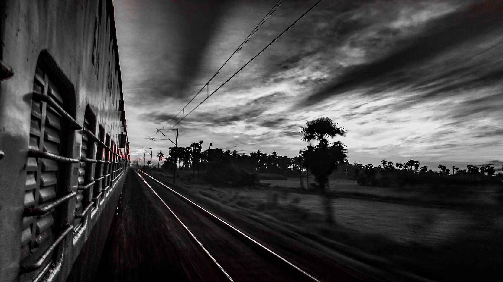 The Moving Train | B&W