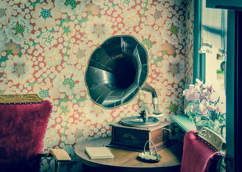 Old record player in a living room