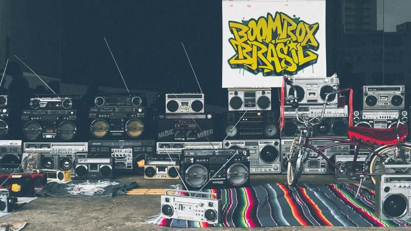 A bunch of boomboxes that are sitting on a carpet