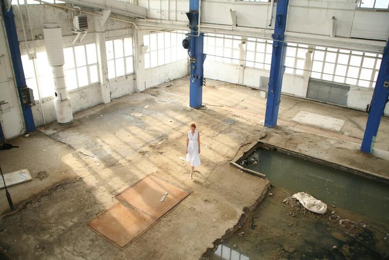 Warehouse that shows a young model being photographed