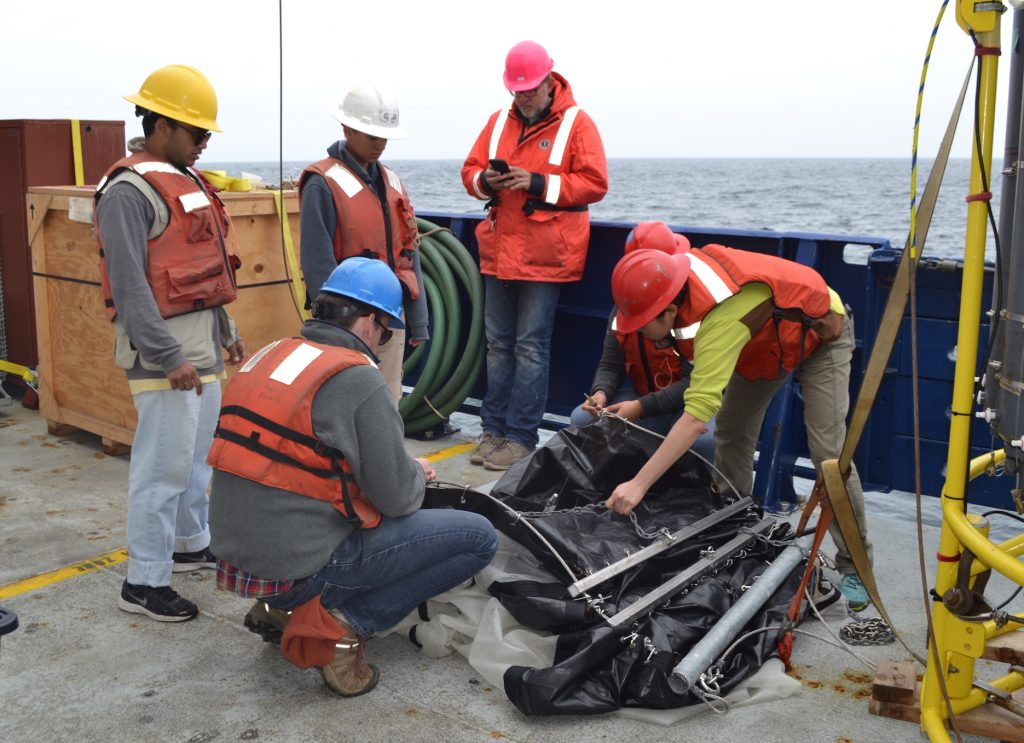 It takes many hands to put the Tucker trawl together.Credit: M. Elend, University of Washington, V18.