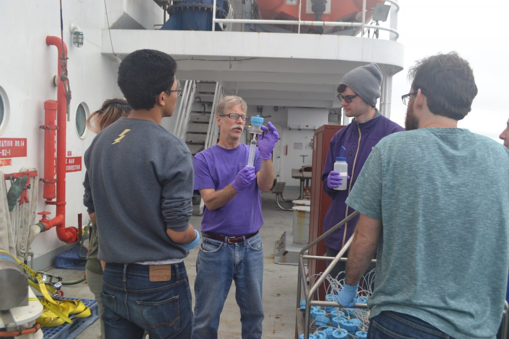 Mitch Elend demonstrates a sampling technique for the RASFL instrument to UW students Aaron Mau, Addien Wray, Daniel Tran, and Tran Do Bao. Credit: J. Nelson, Grays Harbor College, V17