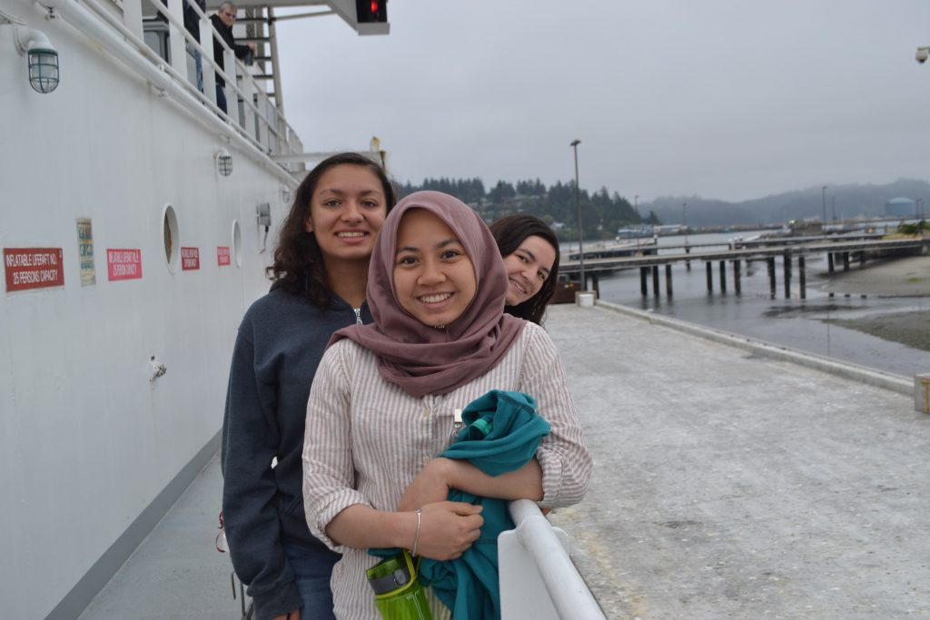 Hanis, Eve, and Monique prepare to disembark from the R/V Revelle at the end of the VISIONS'17 UW-OOI-NSF expedition. Credit: M. Elend, University of Washington, V17.