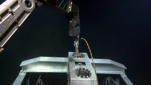 ROPOS uses a T-handle to latch into the top of the ROCLS cable drum. Photo Credit: NSF-OOI/UW/CSSF; Dive R1716; V14.