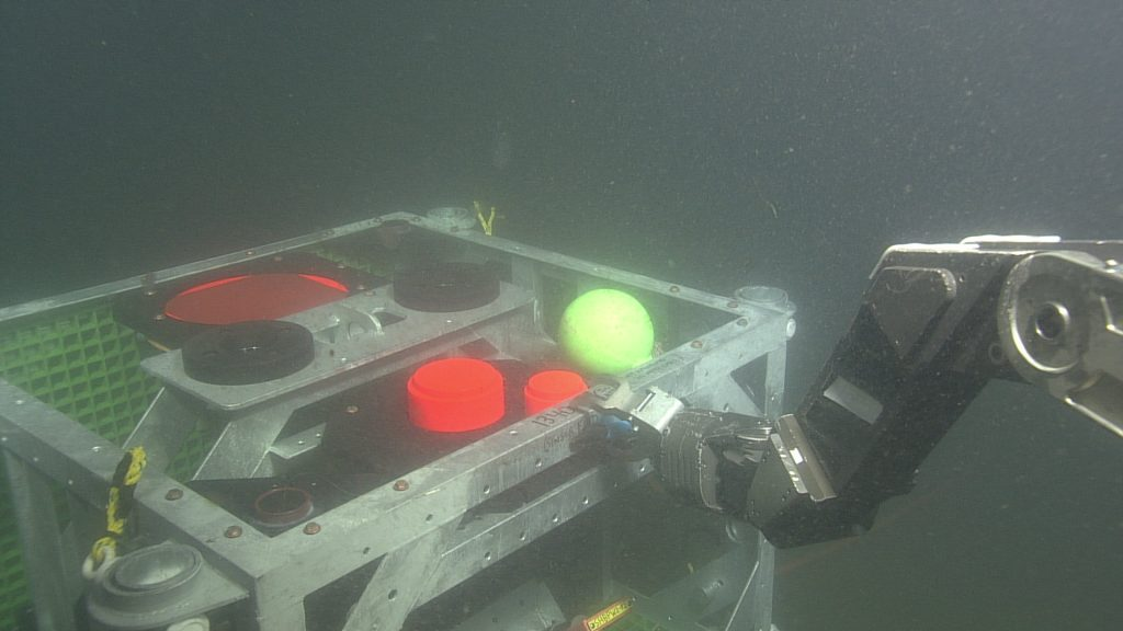 ROPOS releasing the tungsten carbide calibration sphere on the Endurance Array Oregon Shelf bioacoustic sonar platform. The transducer heads are orange. Credit: NSF-OOI/UW/CSSF; Dive R1792; V14