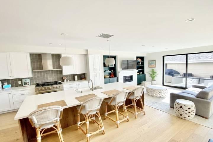 Sandy Fox Luxurious Coastal Beach House with Brand New, Gourmet Kitchen
