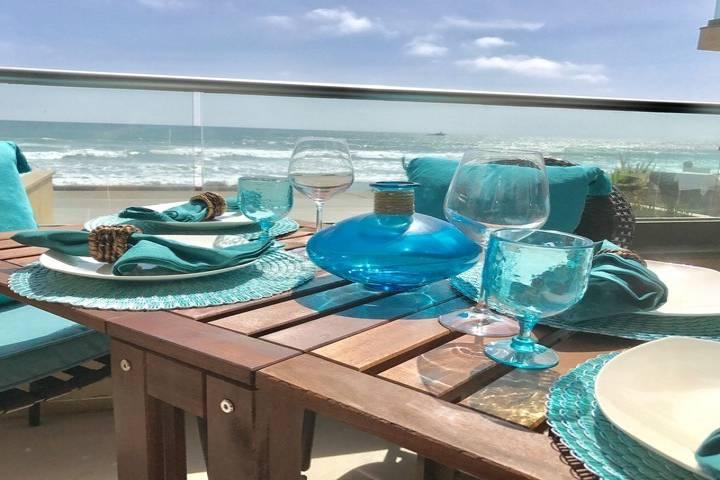 Dolphin Villa, Modern, Spacious 3 Bedroom Luxury Beachfront Villa