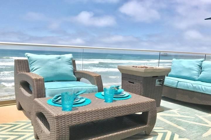 Pelican Villa, New Extraordinary Luxury 3 Bed/3 Bath Beach Rental with Ocean Views & A/C